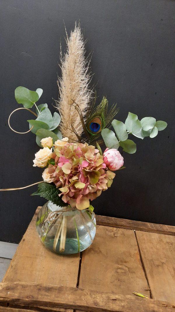 bouquet linéaire dans un vase