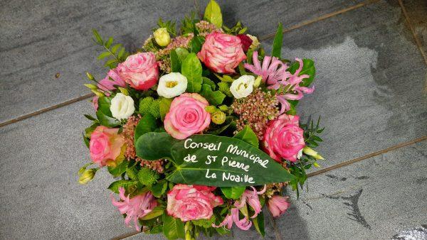 coussin rond fleurs coupés 50€