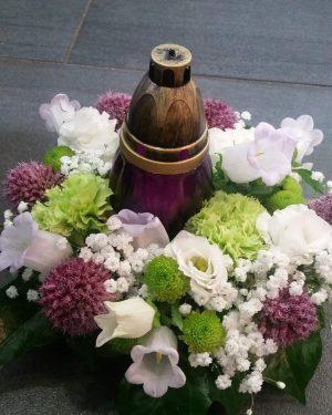 coussin de fleurs avec lanterne